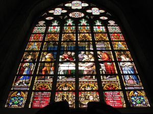 512px-Stained_glass_Brussels_St._Michael_and_Gudula_Cathedral