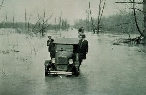 640px-1927_Mississippi_flood_Mounds-Cairo_IL_highway